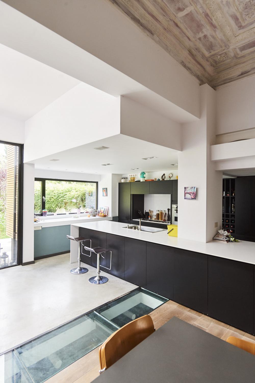 photographie intérieure de la cuisine de la maison Van Becelaere