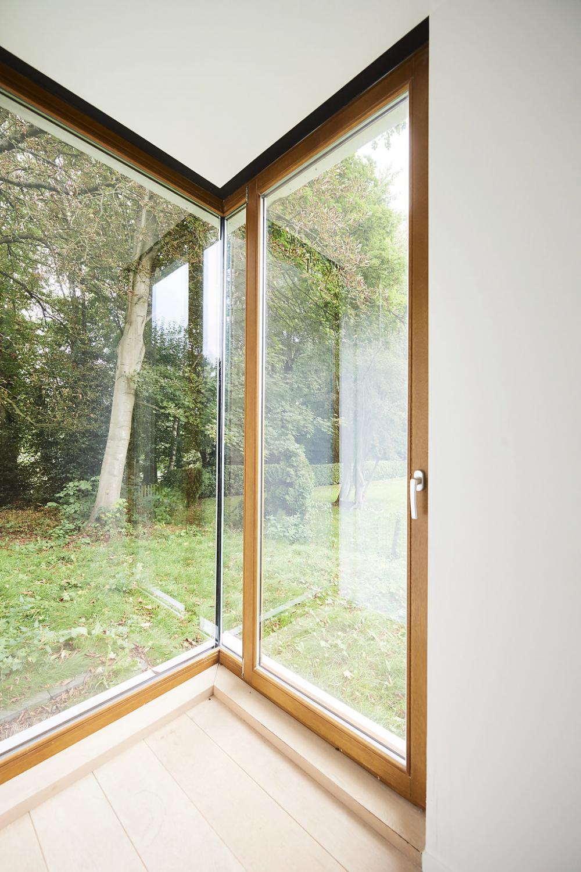 photographie intérieure d'un angle évidé de la maison Raymond Hye