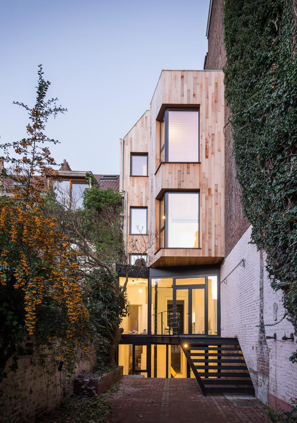 maison hippodrome façade arrière eon architecture ixelles bruxelles bardage bois