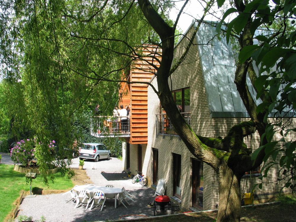 photographie d'un détail de la façade jardin de la maison des Fougères