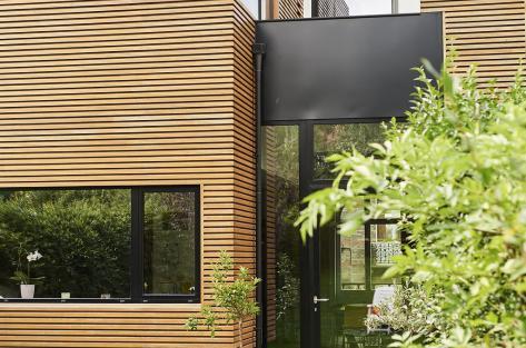 photographie de la façade jardin de la maison Van Becelaere